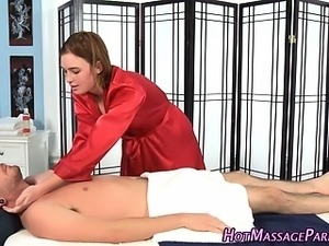 Masseuse sucks for facial