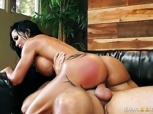 Toni Ribas bangs Milf Jewels Jade with round bottom as hard as possible in...