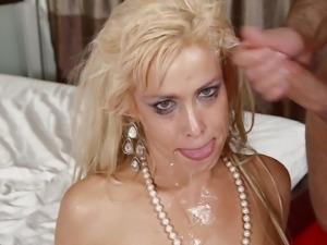 Charming Mikki Lynn Deepthroats An Enormous Dick Like A Real Pornstar