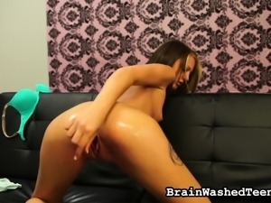 Tattooed brunette with a splendid ass Kendra Cole blows a thick shaft