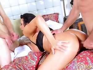 Michael Vegas gets pleasure from fucking Brunette hoochie Reagan Foxx