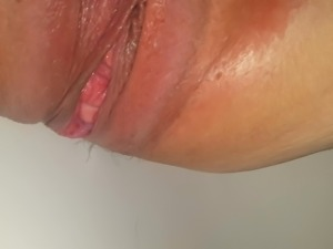 Horny girlfriend loves pissing for an audience