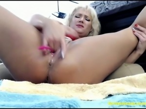 Aside from stripping on cam she loves playing with her lovense toy