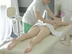 Sex starved cutie Aruna Aghora is getting a special massage