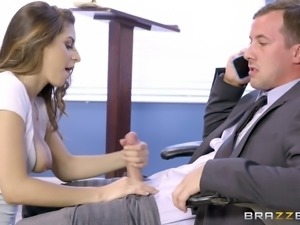 Best-looking chick in the whole school gets nailed on the table