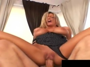 Best-looking MILF in the city manages to handle the hard banging