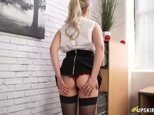Sexalicious babe showing big booty upskirt in amateur video