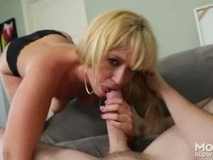 Blond haired busty housewife Stevie Lix gives steamy blowjob to her kinky...