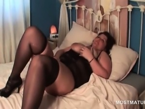Mature in sexy lingerie gets deep finger fucked