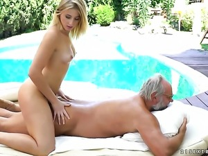 Teen sex kitten and horny guy have vigorous sex