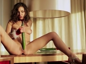 Fresh vegetable for a naughty babe's pulsating vagina
