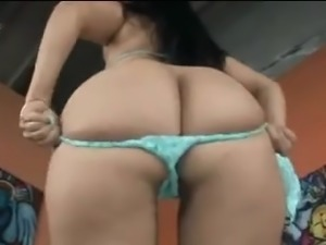BBW girlfriend gets her ass licked