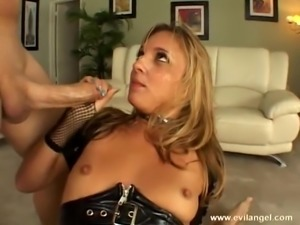 Ravishing brunette swallows cum after giving a blowjob in a pov clip