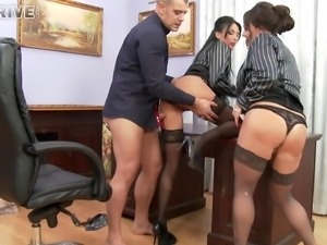 Two office chicks offering sexual pleasure to their boss in FFM clip