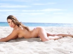 Playboy girl-Beach bikini shows