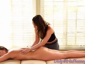 Masseuse dyke dildoing her client in asshole
