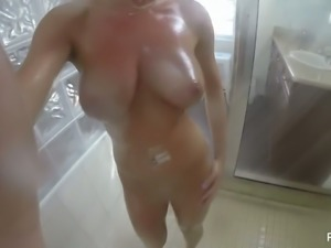 Boobalicious webcam hottie taking shower in front of camera