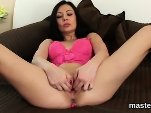 Foxy czech chick gapes her spread cunt to the unusual