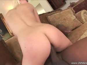 Blonde Lady Enjoys The Sex Session