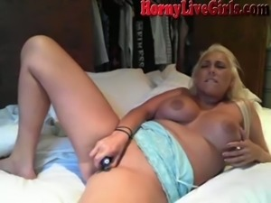 No one masturbates better than a busty webcam model with experience