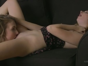 Curvy lesbian Lena Paul can eat pussy with the highest level of skill