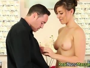 Fetish masseuse rubs cunt