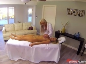 Threesome with two ravishing blondes willing to share