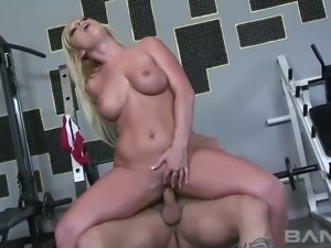 Stunning blond haired MILF Ahryan Astyn rides hard cock of her fitness...
