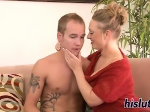 Raunchy blonde gets her orgasmic twat pounded