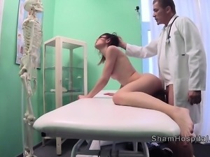 Doctor caught sexy thief then fucks her