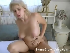 Morning sex session with a cute blonde who likes to fuck
