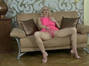 naughty blonde milf flashes her gash