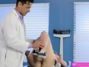 Doctors hard cock makes Lenas pussy cum