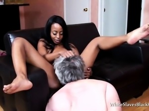 Mistress wants her pussy clean