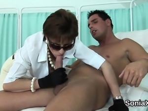 Unfaithful british mature lady sonia displays her massive bo