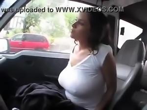tetona en auto bien buena ver completo  aca https://goo.gl/QkB7wF