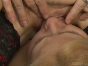Bootyfull MILF Nina Hartley loves strap-on sex and she likes being bossy