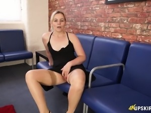 Hot babe Anna Belle has got sexy legs and she loves showing off her pussy