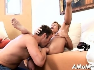 Juicy mom sits down on ramrod and bounces on it like crazy