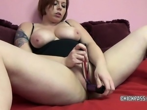 Curvy cutie Tiffany Blake is fucking her plump pussy