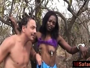 Booty ebony mama in bareback interracial