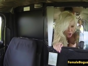 Tattooed british cabbie cocksucking passenger
