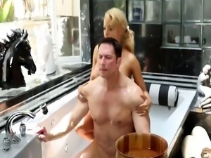 Busty masseuse Luna Star pussy licked in bathroom