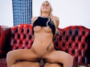 Chelsey Lanette lifts up her black dress for an alluring sex game