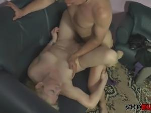 Mollige blonde Reife wird gefickt