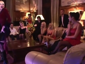 Brunette deep thraots stud while blondie gets fucked beside her