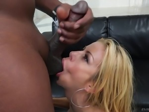 Stacked blonde Alexis Fawx just wants to taste some spunk
