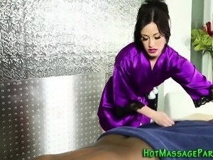 Masseuse tugs black cock