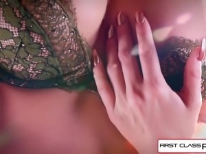 Watch Jessa Rhodes taking a huge cock down her throat
