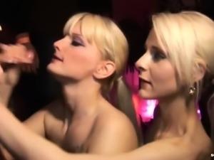 Geile Blowjobparty im Pornokino